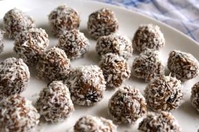 Almond Oatmeal Raisin Bites